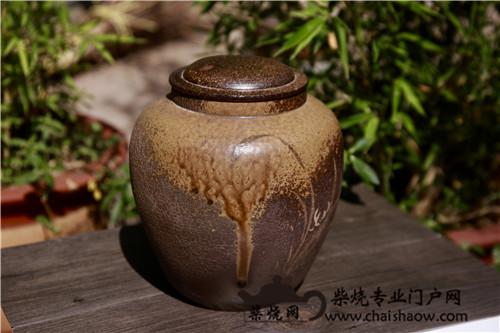 建水紫陶柴烧茶叶罐与云南普洱茶