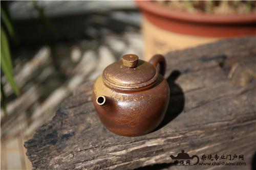 柴烧壶、柴烧杯里的茶垢该不该清理?