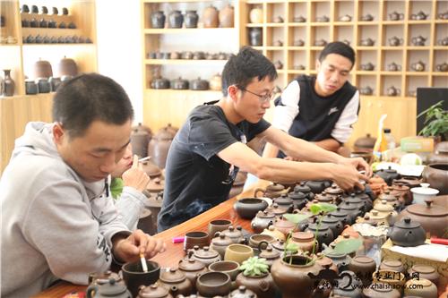 建水紫陶柴烧壶与常规壶泡茶对比详解