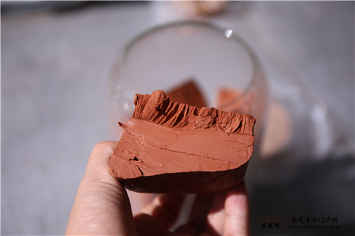 建水紫陶柴烧泥料配比与微量元素解析?
