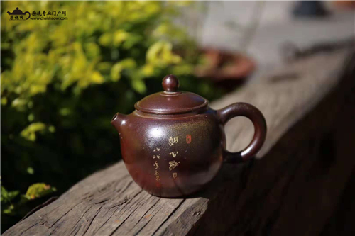 建水紫陶柴烧价值及与常规紫陶泡普洱茶对比