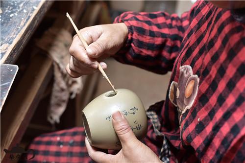 建水紫陶壶嘴壶把粘接工艺