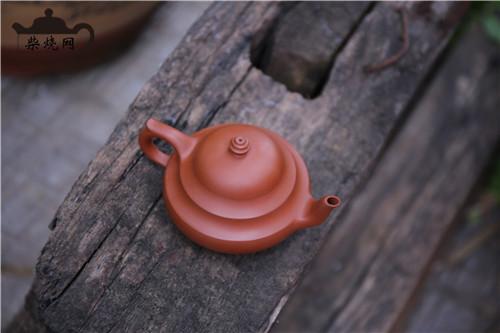 红,建水紫陶归然灵魂的颜色。
