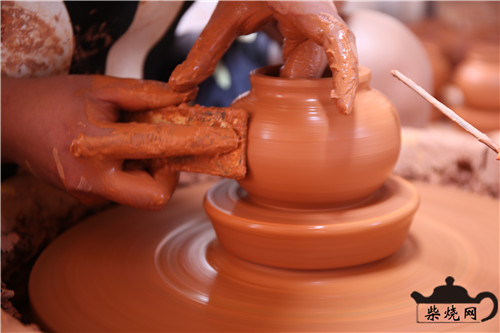 建水紫陶制作工艺之拉坯成型