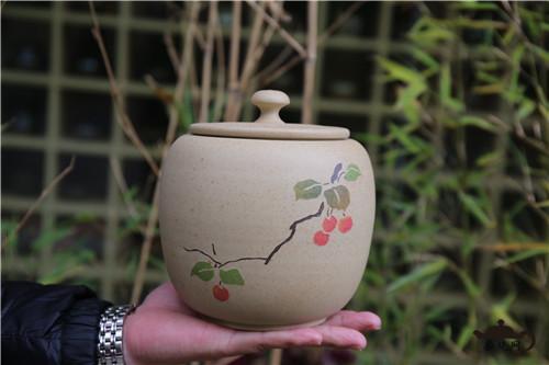 紫陶罐  要想茶存的好,环境至关重要。